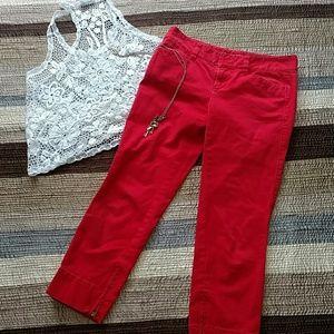 RED CROP CAPRI PANTS.