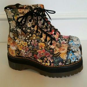AH-MAZING! Dr. Martens Vintage Floral Combat Boots