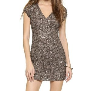 BRAND NEW! 🎉 Parker Cluster Beaded V Neck Dress