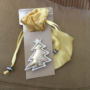 Other - Gorgeous gold and silver Christmas tree brooch❤️💚