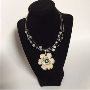 Flower Wire Necklace Ivory