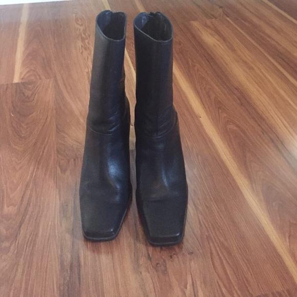 approx 2 123 inch heel