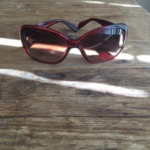 Oliver Peoples Accessories - Oliver Peoples sunglasses.