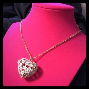 Jewelry - Gorgeous Heart Locket