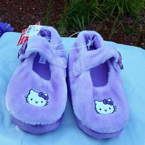 Sanrio Other - Girls hello kitty slippers size 4/5