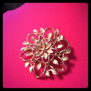 Jewelry - Floral Brooch