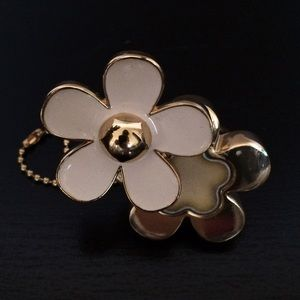 Marc Jacobs Jewelry - Marc Jacobs Daisy solid perfume ring