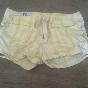1st Kiss Pants - Yellow shorts
