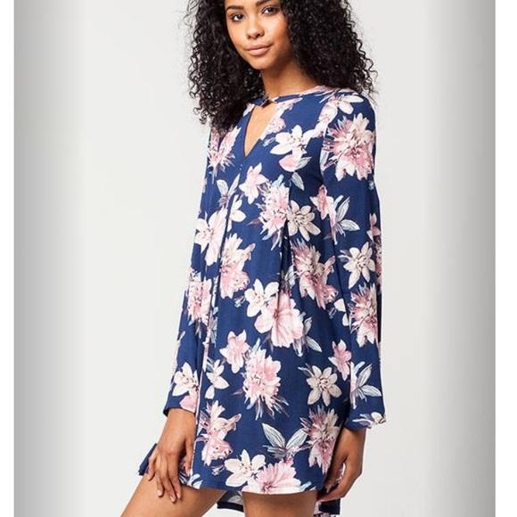 1ddc92bdb8a Blu Pepper Dresses   Skirts - Blu Pepper Keyhole Floral Dress