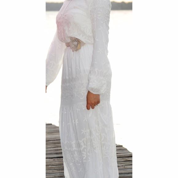 d54e026180bb1 Zara Long Sleeve White Embroidered Lace Maxi Dress.  M_5818e4772de512eb0d021726