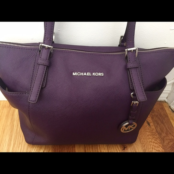 7b10cba4b39e Michael Kors Jet Set East-West Top Zip Tote Bag. M 57e82548fbf6f947ca00ce9c