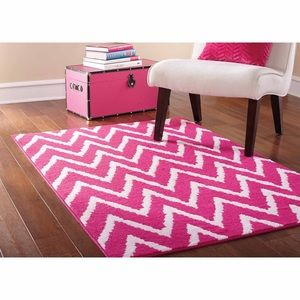 Hot pink and white chevron rug, 5x7