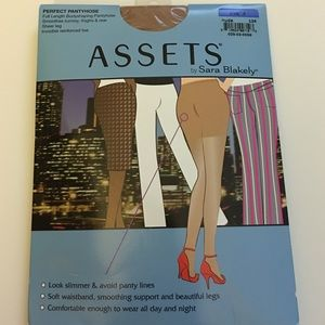 ASSETS by Sara Blakely Accessories - Assets Perfect Pantyhose - Size 4 (Nude)
