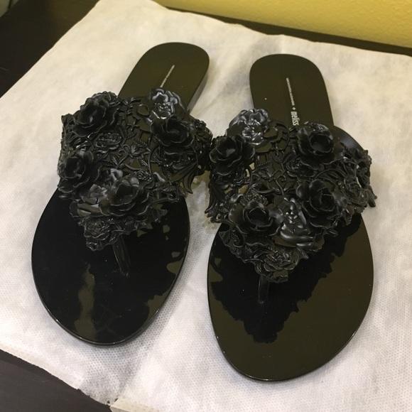 3b6e0ce0b8332 Black rubber floral gummy flip flop thongs melissa.  M 57e86ff3f739bc11650035dc