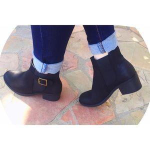 1 left!!!! ✨BEST SELLER✨ NWT. Black booties
