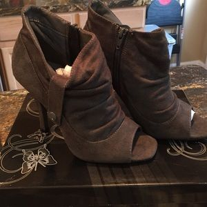 Shoes - Gray Ankle Booties Size 7