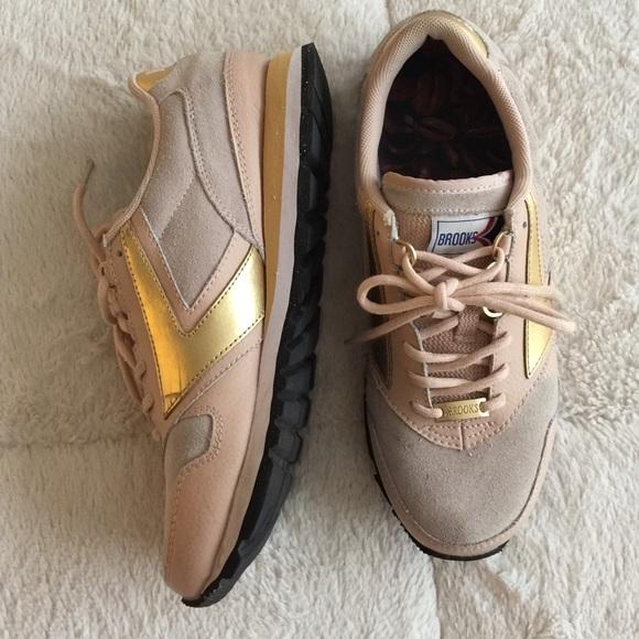 Brooks Shoes   Lifestyle Size 9   Poshmark