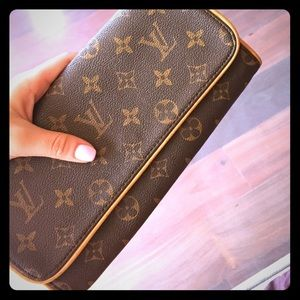 Louis Vuitton  Vintage Pochette Leather Clutch Bag