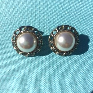 Forever 21 Jewelry - Pearl Earrings