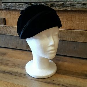 Accessories - Black velvet hat
