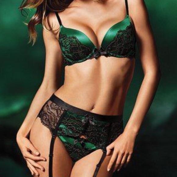 d688e8d9d8c Victoria s secret Green lace garter belt slip Sexy.  M 57e994a0eaf030254000021b