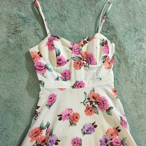 Forever 21 Dresses - F21 Mint Floral Dress