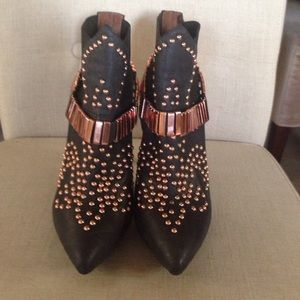 Super looking black studded boots hidden platform