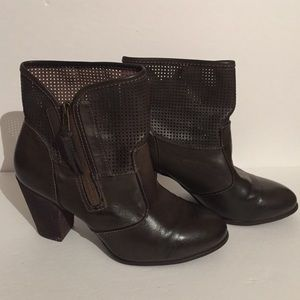 Report Shoes - Perforated zip up boots !! Sz 10
