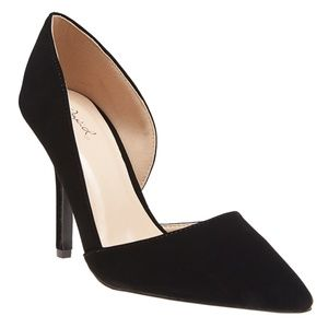 Shoes - Black Pointy Toe Pumps