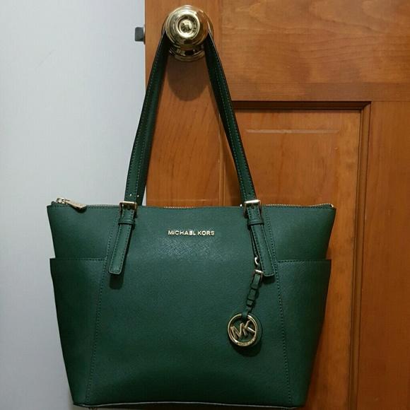 bd94aa49b6d1 Michael Kors Bags | Like New Michael Koes Jet Set Topzip Leather ...
