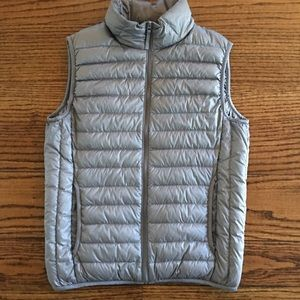 Mens Uniqlo Ultra Light Down puffy Vest grey small