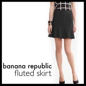 banana republic // fluted mini skirt • black