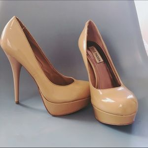 Steve Madden Nude Patent Leather Pumps 7.5