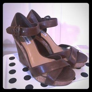 Steve Madden Breslin size 8.5 wedge brown sandal