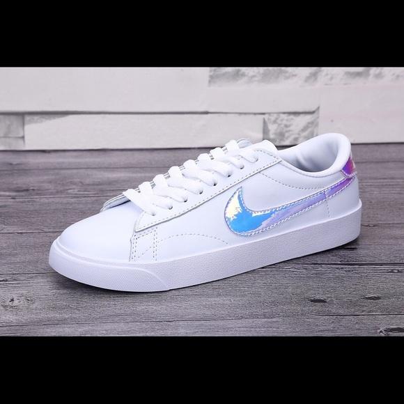 Nike Tennis hologram Nike Women's Classic Sneakers