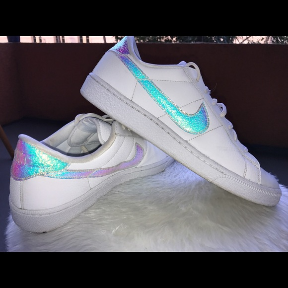 nike holographic shoes