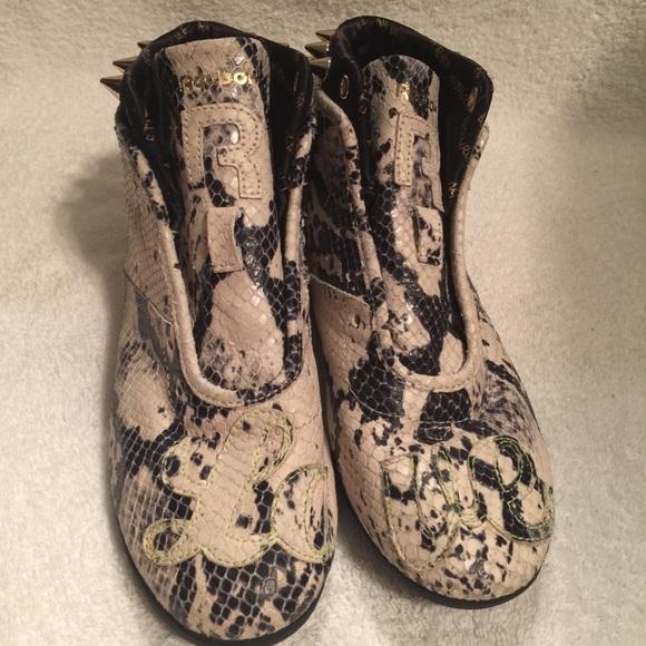 a10ed4ee963 Reebok Gold Spike Snakeskin Sneakers Melody Ehsani.  M 57eafb3cb4188ea65a00488a