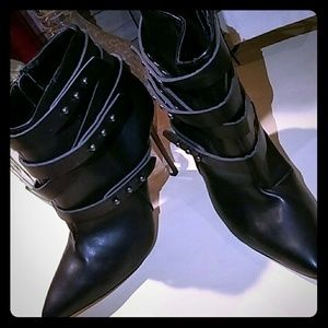 Sophia & Lee Shoes - Black Wrap around Belted Boots!