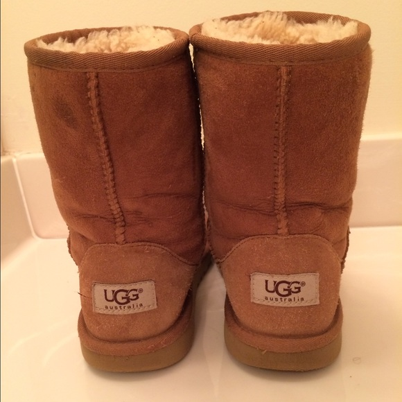 do all uggs stretch