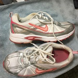 Women's Nike 6Y pink silver running shoes