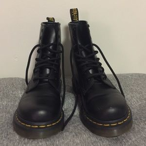 29 dr martens shoes doc martins fairly new only