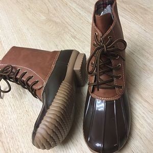 Shoes - 🎉SALE🎉Ladies Lace up duck boots. Brown