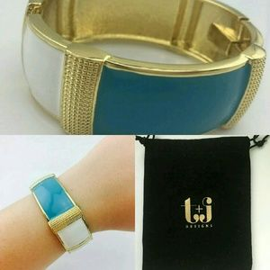 T&J Designs Jewelry - TURQUOISE & GOLD TEXTURED STATEMENT BANGLE