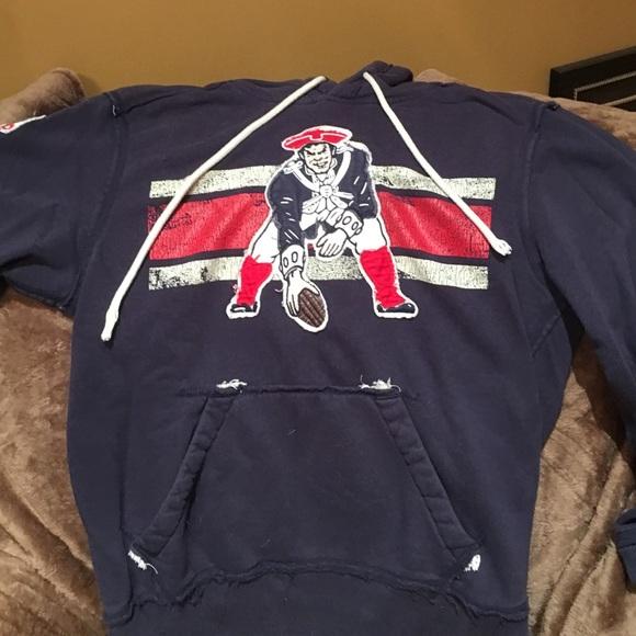 9f8a5a2d695 NFL vintage patriots hoodie. M 57ebe8a84127d0a45f005bc9