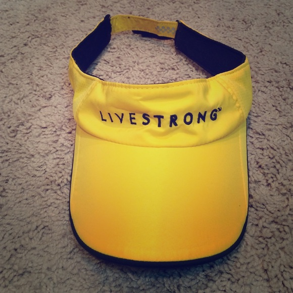 2bc55250abda7 Nike Fit dry Livestrong hat. M 57ebef685a49d002e7006bfc