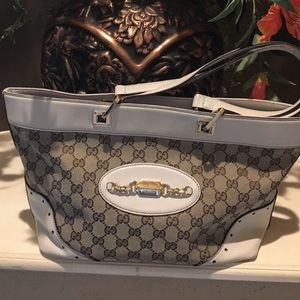 Gucci Handbags - Authentic Guccie hand bag
