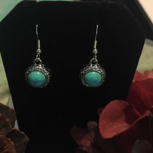 Jewelry - Tantalizing Turquoise Earrings NWOT