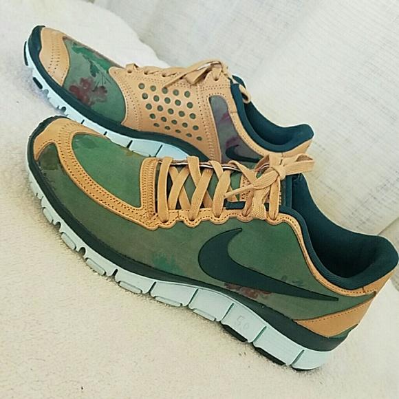 sports shoes 6f5b5 8f3ef Nike free 5.0 Camel floral Running Training Shoes.  M 57ec4858a88e7dd5d2004795
