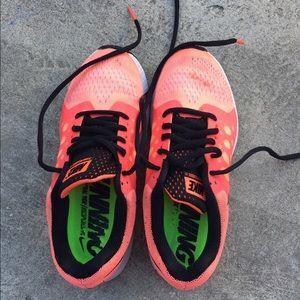Nike air tennis shoes