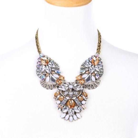 Jewelry - 💗Gorgeous Statement Necklace